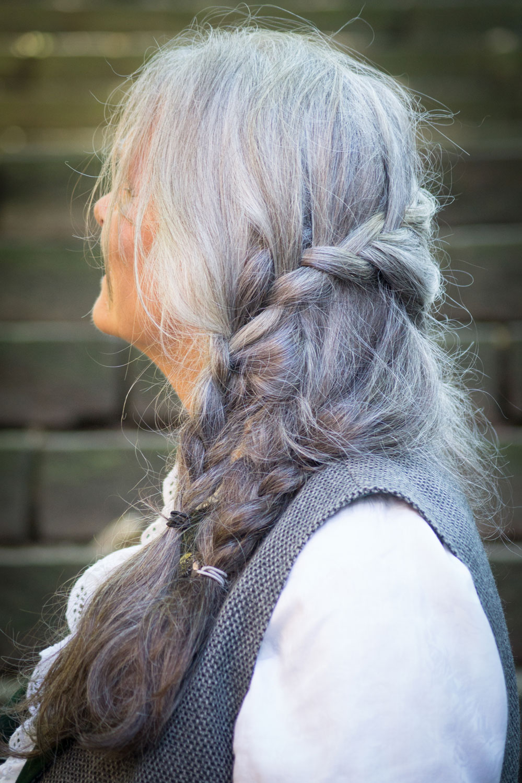 Graue Haare Flechtfrisur